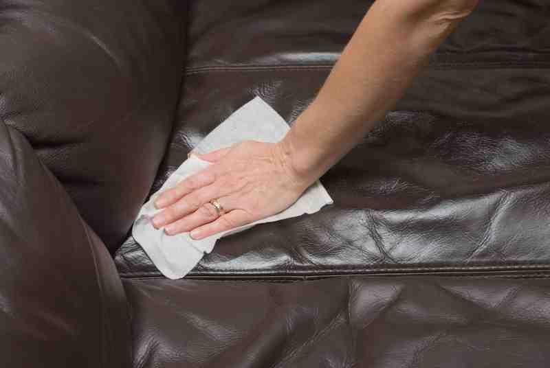 hacemos la limpieza y proteccion de mueble de piel